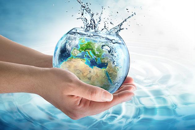Observamos água na imagem. Economizá-la é uma das práticas para uma empresa amiga do meio ambiente.
