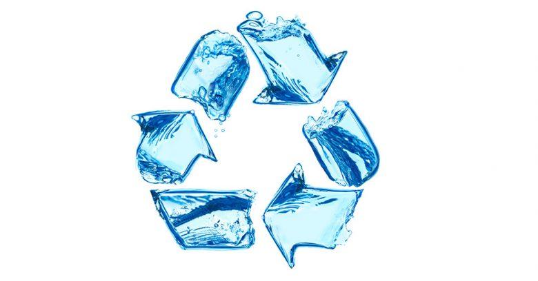 Na imagem vemos um símbolo que representa o reúso de água na empresa.